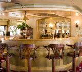 Bordeaux salon bar