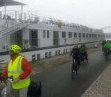 Radfahrer neben De Amsterdam