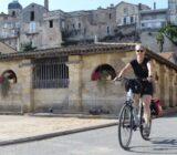 Radfahrer in der alten Stadt