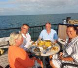 Sail & Bike eten op dek gezellig mensen