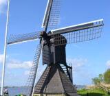 Windmühle an friesischen Seen