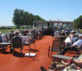 Gäste ruhen am Sonnendeck